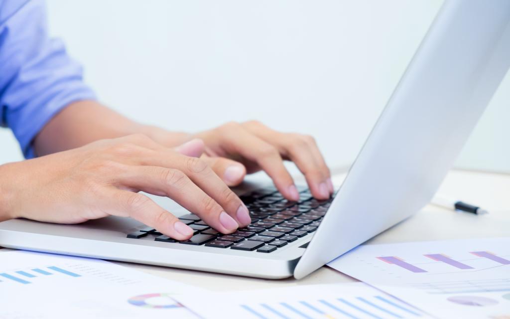 comunicare internă digitală intre angajati